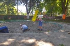 Meštani-sami-uredili-igralište-u-Orlovatu-2