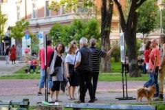 Pešaci-čekaju-rezultate-referenduma2